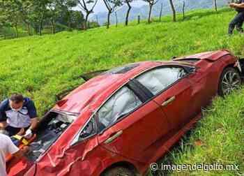 Vuelca maestra sobre carretera estatal Misantla-Xalapa y resulta gravemente herida - Imagen del Golfo