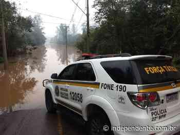Força Tática de Lajeado salva mulher que adentrou com seu veículo na enchente - independente