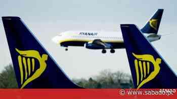 Tripulantes de cabine da Ryanair em Ponta Delgada com contratos suspensos - Revista Sábado