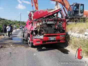 Incidente sul ponte della Siracusa-Floridia, camion si ribalta, strada chiusa al traffico - BlogSicilia.it