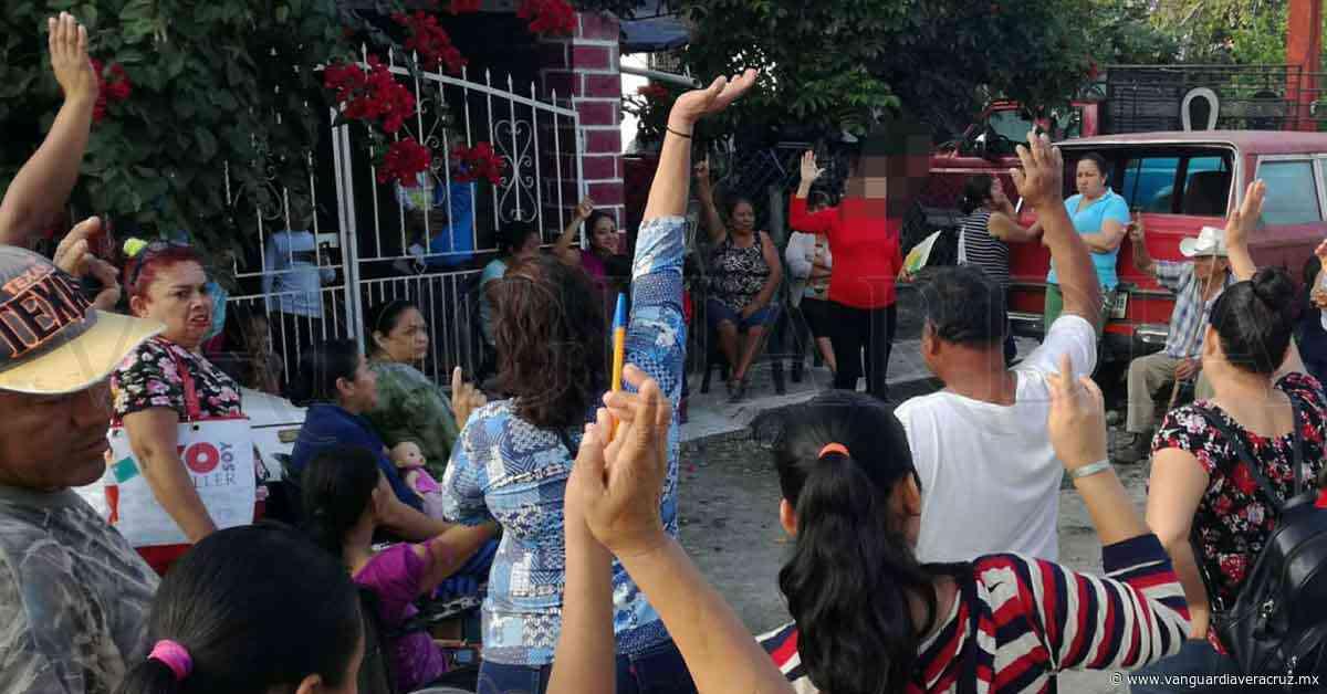 Feligreses no acatan disposiciones sanitarias, en Cerro Azul - Vanguardia de Veracruz