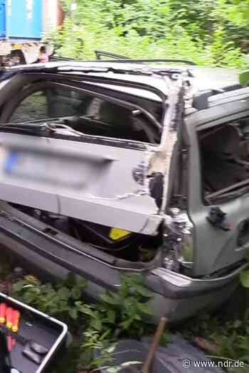 Soltau: Autofahrer von Zug gestreift - NDR.de