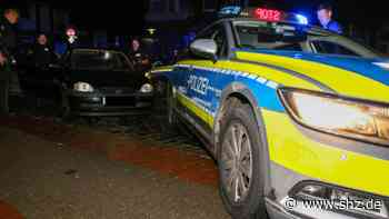 Betrunken ohne Führerschein: Verfolgungsjagd durch Itzehoe – Opel rammt Streifenwagen   shz.de - shz.de