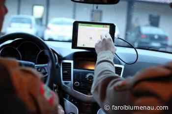 Ladrão rende trabalhadores e rouba 12 celulares de loja em Blumenau - Farol Blumenau