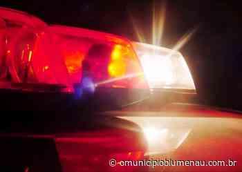 Assaltante rende funcionários e rouba celulares do estoque de loja em Blumenau - O Município Blumenau