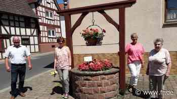 Nidderau: Landfrauen bepflanzen Brunnen - Frankfurter Rundschau