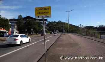 Trecho do corredor de ônibus no Centro de Blumenau é liberado para carros por tempo indeterminado   - NSC Total