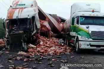 Fuerte choque entre trailers en autopista Tinajas-Acayucan. - todochicoloapan.com