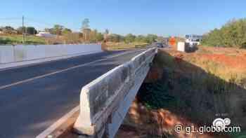 Ponte que caiu no trecho urbano de rodovia em Votuporanga está quebrada há dois anos - G1