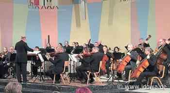 Gottesdienst im evangelischen Gemeindegarten: Hallertauer Kammerorchester in kleiner Besetzung - idowa