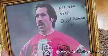 'Signed' Hull photo goes viral as it stuns football legend David Seaman - Hull Daily Mail