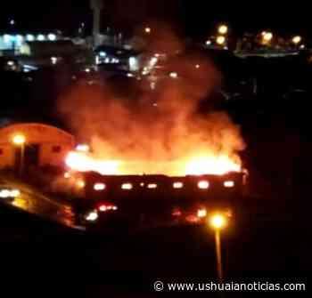 Hubo un incendio en el depósito Catalán Magni - Ushuaia Noticias