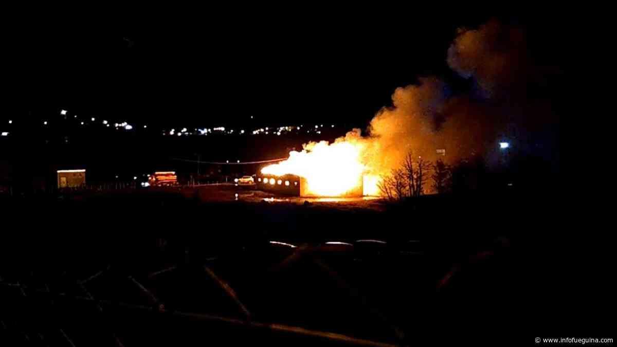 Incendio de magnitud se desató en Galpón de Catalán Magni en Ushuaia - Infofueguina