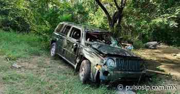 Vehículo cae a un barranco y su conductora sobrevive de milagro - Pulso de San Luis