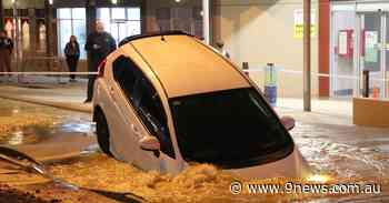 Car falls into huge sink hole in Perth - 9News