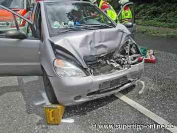 Crash in Haan: 76-Jähriger sowie Mutter und vier Kinder verletzt - Kreis Mettmann - Supertipp Online
