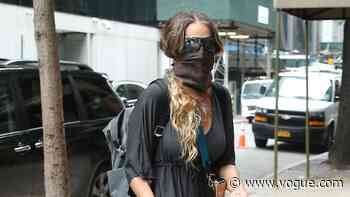 Sarah Jessica Parker Steps Out in a Very Carrie Bradshaw Shoe - Vogue