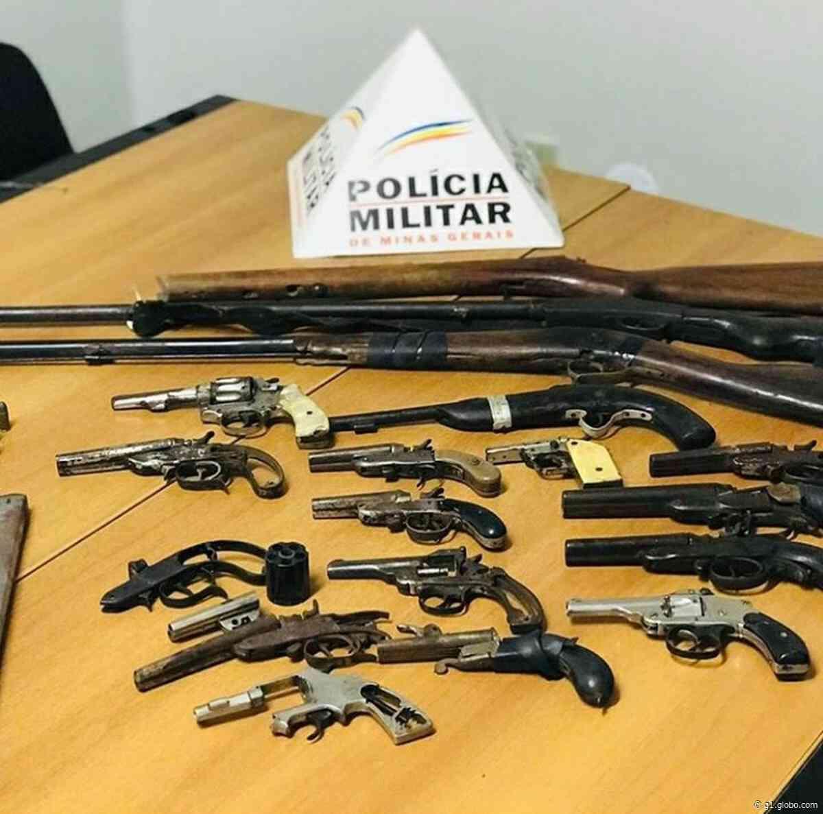 Após denúncia, homem é preso com treze armas e munições em Curvelo - G1
