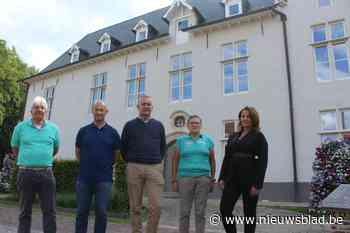 Vernieuwde gemeentehuis heeft zijn kleurtje van vroeger teru... (Drogenbos) - Het Nieuwsblad