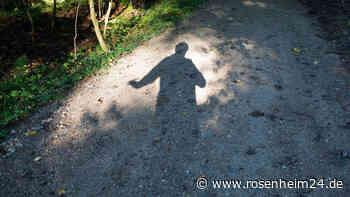 Sex-Attacke am Simssee: Mann greift Rosenheimerin an die Brust