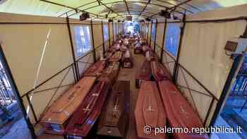 Palermo, le 500 bare accatastate ai Rotoli: esposto in procura - La Repubblica