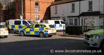 Six police cars rush to Wainfleet Market Place after three officers assaulted - Lincolnshire Live