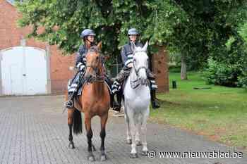 Militairen en politie waarschuwen wandelaars op Groot Schiet... (Brasschaat) - Het Nieuwsblad