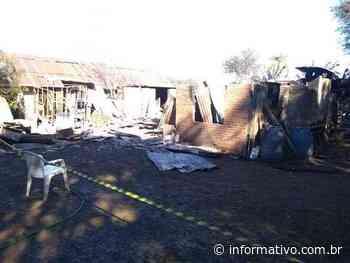 Incêndio consome residência em Cruzeiro do Sul - Infomativo