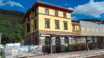 Bad Wildbad: Bahnhof strahlt in bunten Farben