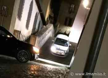 VIDEO - A Frascati di notte succede di tutto: una Fiat 500 scende dalle scalette a piazza San Rocco - ilmamilio.it - L'informazione dei Castelli romani