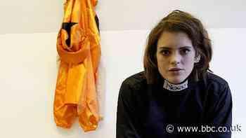 Lizzie Kelly: Pioneering jockey halts career to start family