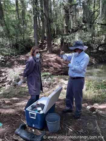 Toman muestras a agua del río de Nombre de Dios - El Siglo Durango