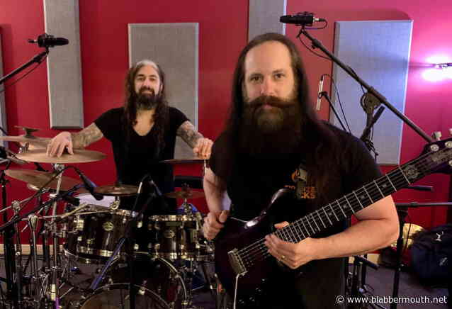 DREAM THEATER's JOHN PETRUCCI Says It Was 'Very Cathartic' To Play Music With MIKE PORTNOY Again