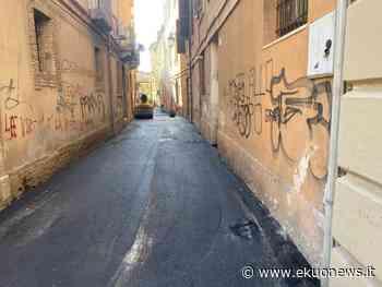 VIDEO | Teramo, finalmente asfaltata Vico del Cigno. Carginari: ringrazio Ruzzo per tempestività intervento - ekuonews.it