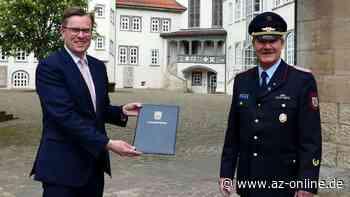 Thomas Krok offiziell für weitere Dienstzeit als Kreisbrandmeister ernannt - az-online.de