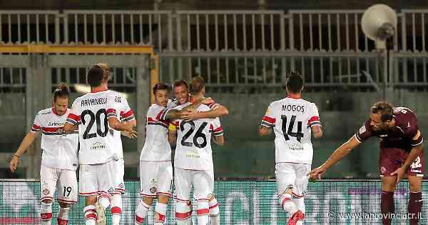 Cremonese, ci pensa Valzania: 2-1 a Livorno, punti pesanti - La Provincia