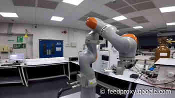 Robot runs almost 700 chemistry experiments in 8 days