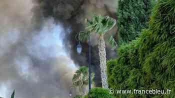 VIDÉO - Les images par drones de l'incendie d'Aigues-Mortes - France Bleu