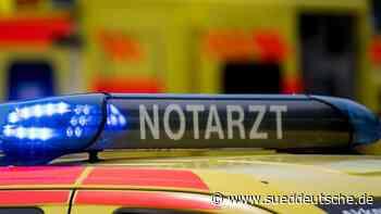Zug streift Auto an Bahnübergang: Fahrer leicht verletzt - Süddeutsche Zeitung