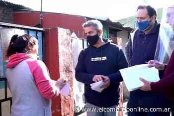 Concejales del FR de Tigre entregaron tarjetas telefónicas a vecinos del Barrio San Jorge - elcomercioonline.com.ar