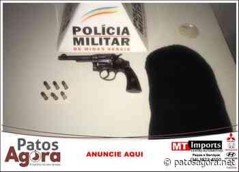 PM de Patrocínio aborda homem andando armado no Bairro Serra Negra - Patos Agora