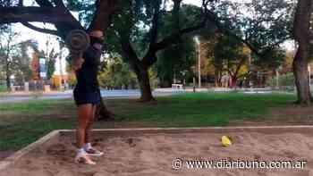 Brian Andrada se entrena en la plaza del barrio San Martín - Diario Uno