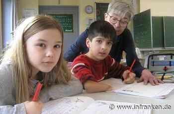 Schulbegleiterin Barbara Mahr ist Nawids rechte Hand