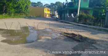 Fuga de agua destroza una calle de Cerro Azul - Vanguardia de Veracruz
