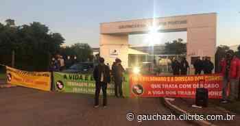 Trabalhadores dos Correios protestam na zona norte de Porto Alegre por melhores condições - GauchaZH