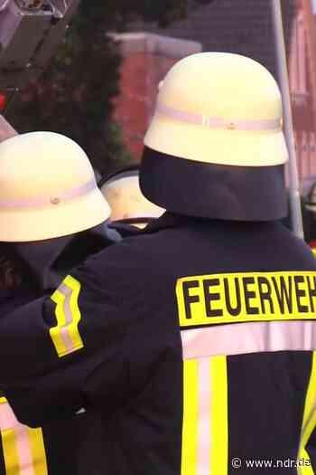 Mehrfamilienhaus in Einbeck brennt - NDR.de