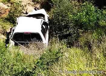 Muere hombre tras caer con su vehículo a barranco de Atlapexco - La Silla Rota