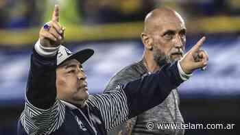 """Maradona saludó a los hinchas de Belgrano vestido de """"Pirata"""" - Télam"""
