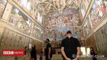 Coronavirus: Tourists thin on the ground at the Vatican