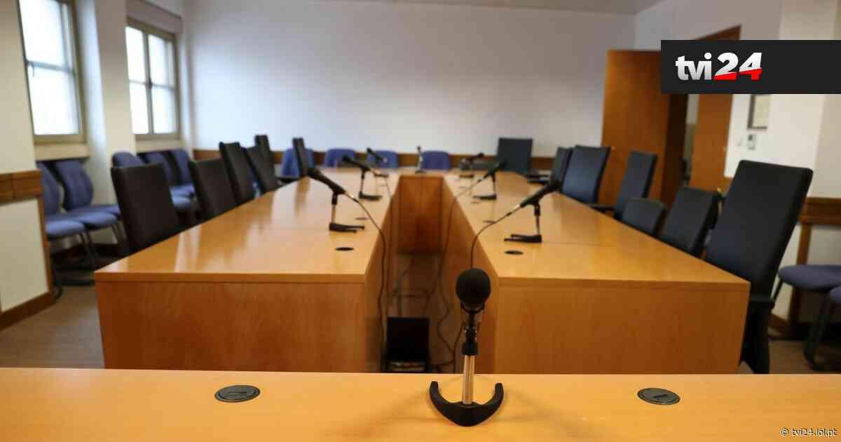 Mulher que agrediu duas magistradas no Tribunal de Matosinhos condenada a pena suspensa - TVI24